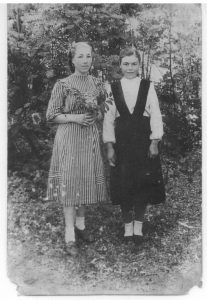 Тарасова Нина (Палля Петин малтанхи арăмĕ) и Никитина Клавдия К.