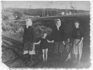 Сёстры дедушки т. Графиня, т. Феня, т. Маша с детьми